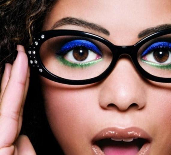 18faf4e398e11 Maquiagem para quem usa óculos  conselho   Desy Meira